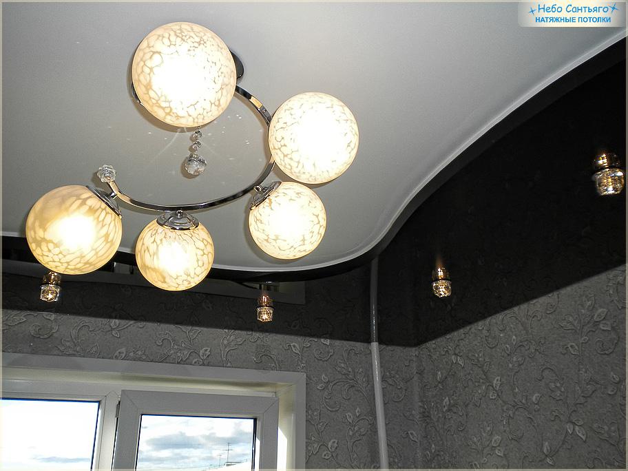 Черно белый натяжной потолок фото